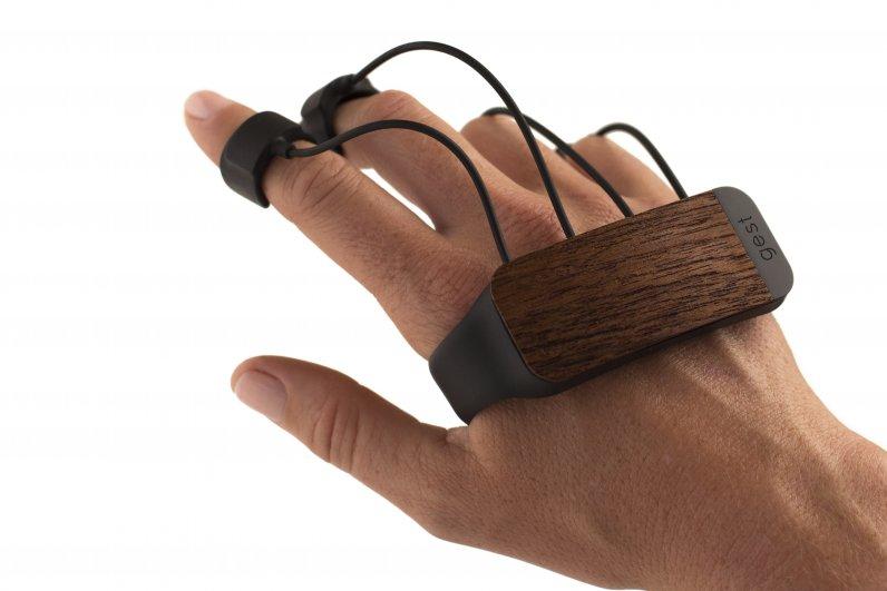 gest-motion-control-glove-el-adios-a-los-teclados