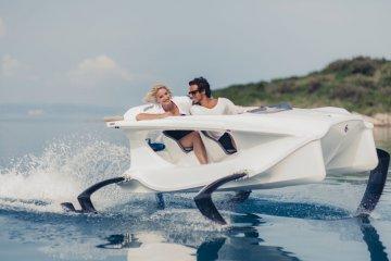 quadrofoil-una-barca-electrica-que-va-sobre-el-agua
